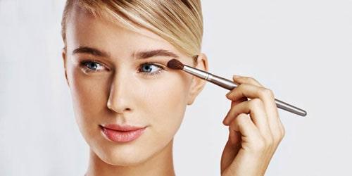 آرایش کامل کرم دور چشم-
