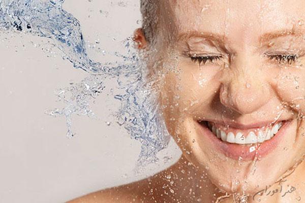 برخورد آب با پوست هیدرودرمی یا آبرسانی به پوست