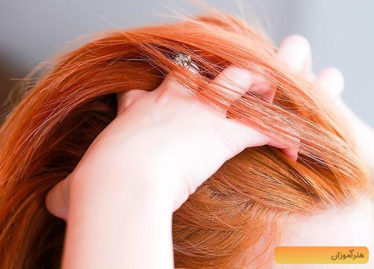 دست کشیدن روی مو