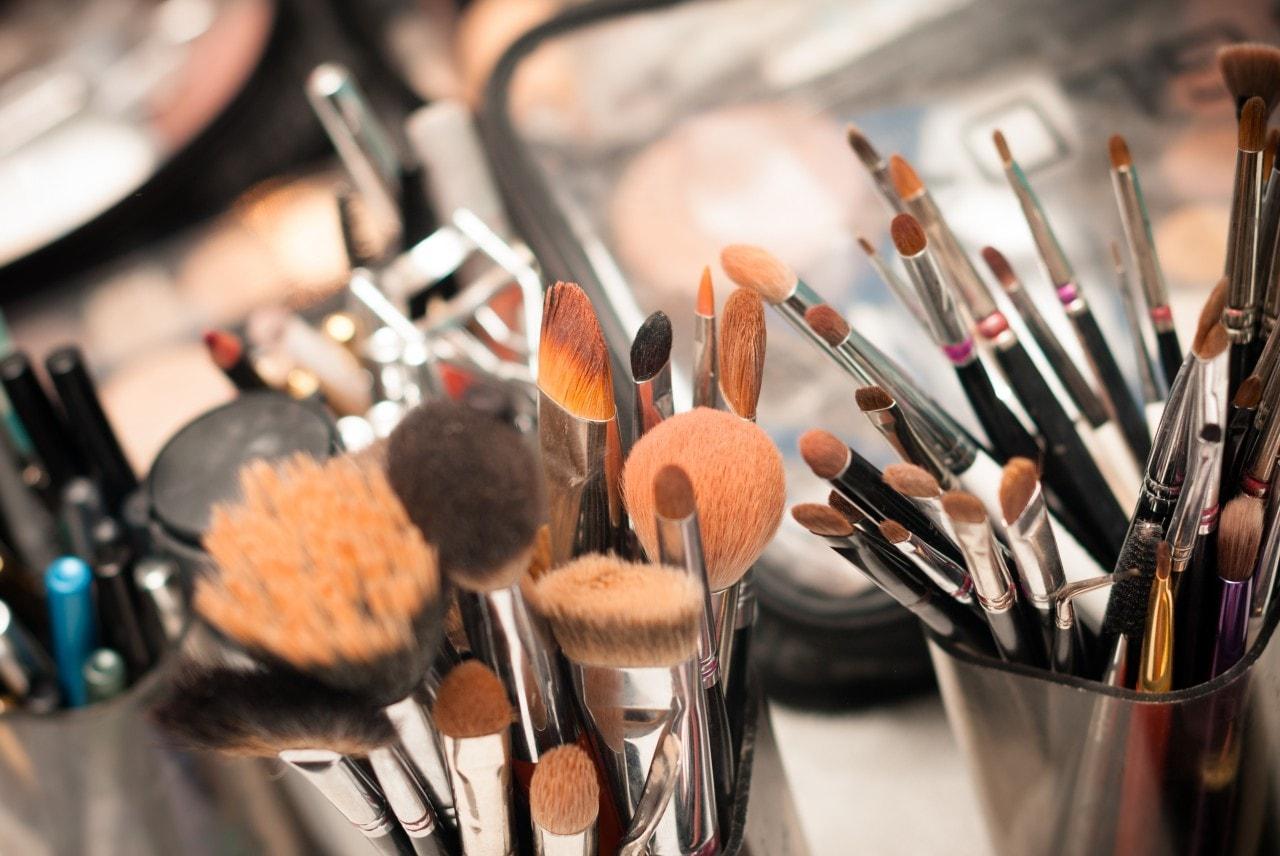 تجهیزات دوره آموزش آرایش صورت